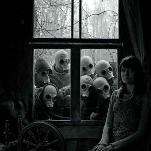 نقدعکس دخترکنار پنجره