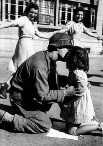 عکس بوسه پدر