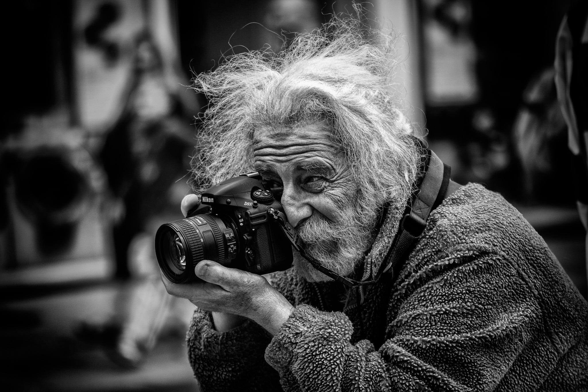 لرزش دست عکاس
